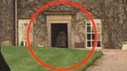 游客拍下家庭照 意外发现恐怖细节