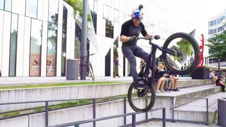 单车大神丹尼在杜塞尔多夫炫技