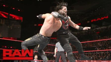 【RAW 01/15】罗门-伦斯一对二上演强弱不等赛 米兹身手好逃得够快