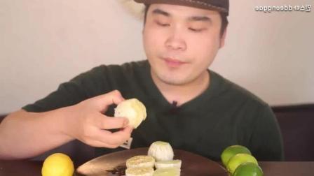 10个柠檬的挑战, 小哥一口吃一个算到龇牙咧嘴!