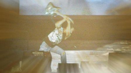谢霆锋演唱会现场怒砸吉他, 发怒后一曲《活着》, 成为经典!