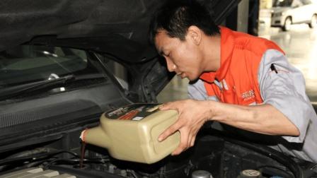 为什么老司机换机油, 只看型号不看品牌? 原来里面大有学问, 有猫腻