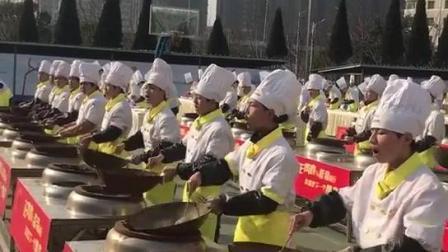 济南蓝翔欢迎你不光有挖掘机还有厨师培训班