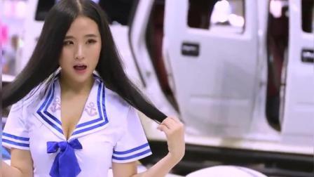 学生妹兼职的车模, 这身材还是挺不错的, 可惜眼睛有点歪!