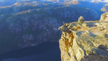 全球最恐怖的悬崖布道石, 胆小的游客还是别去了!