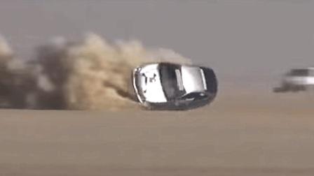 这绝对是在玩命: 时速320km/h玩漂移, 阿拉伯司机太疯狂!