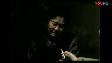 过年期间母亲想念子女, 吃不下饭, 哭了起来!