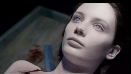 一部极其诡异的恐怖片, 女人的内脏被掏空却还活着, 看后不敢独睡