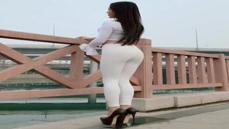 街拍: 白色紧身裤小姐姐, 背影杀手般的身姿实在