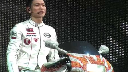 刘德华演唱会上深情演唱这首《来生缘》告别梅艳芳, 观众都哭了