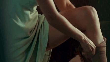 女人收留一个受伤男孩, 每天只看女人穿丝袜!
