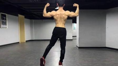 公狗腰马甲线都是小意思, 肌肉男神教你如何练就完美身材