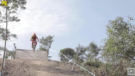 2017最炫酷的自行车速降赛