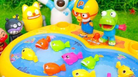 小企鹅宝露露打开奇趣蛋发现了好玩的玩具 玩具PAPA