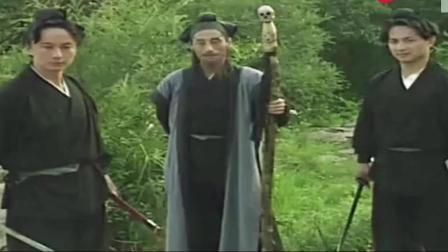 济公游记: 济公装死, 被人扔到河里去