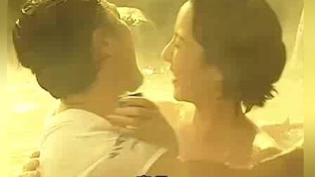 两男子温泉与美女共浴, 突然看见鬼了