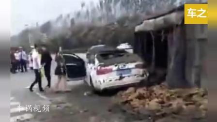 这是一个有味道的车祸, 播放高达1288万, 女司机开奥迪撞翻了粪车! 整个人都崩溃了