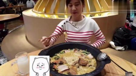 中国大胃王密子君挑战上海最大的一碗面, 最后表情亮了