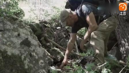 德哥在森林发现一片宝贝, 身上的口袋都装的满满的