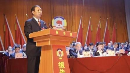 正安县政协何德军副主席在政协会上汇报微电影《猎赖风暴》成果