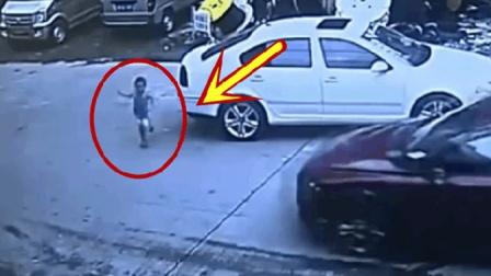 孩子被小车撞飞, 谁知父亲的做法更是可恶