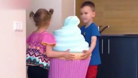 查理和罗拉吃巨型冰淇淋和蛋糕, 亲子游戏