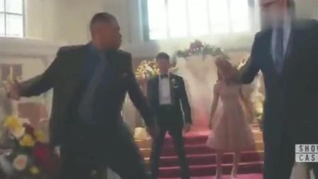 纳粹弄毁了闪电侠的婚礼! 谁知婚礼上居然全是超级英雄! 倒霉喽!