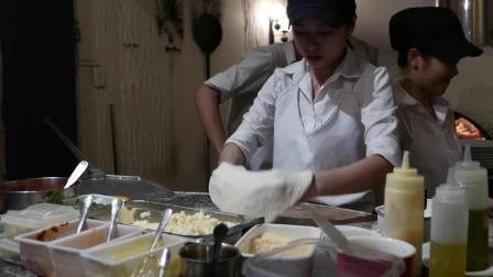 日本街头食品 - 三文鱼、玛格丽特和蜂蜜奶酪披萨 - 日本