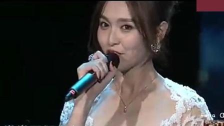 唐嫣、罗晋同台合唱《水晶》, 甜蜜牵手, 羡煞全场观众
