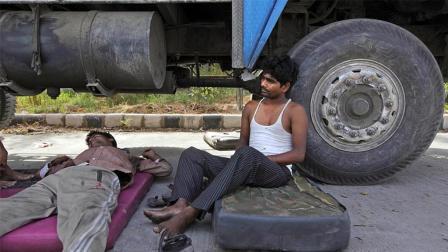 中国的卡车司机很难! 那印度的卡车司机怎么样? 看完也是心酸啊!