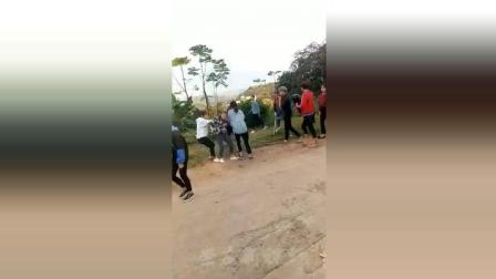 广西宁明女中学生打群架