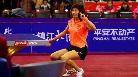 《乒乓球教学》如何把球发得更转? 教练: 像劈柴一样就行!
