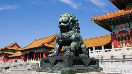 为什么在故宫, 几百年的铜狮子千万不能手摸? 说出来吓死你
