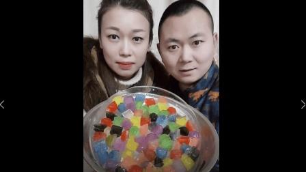 美食小吃货;吃冰达人冻彩色冰中冰吃, 这么多颜色, 特别漂亮
