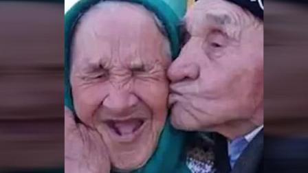 真羡慕这些老人能够一辈子相濡以沫钟爱一生, 祝老人家健康长寿