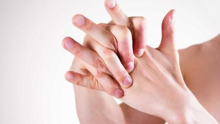 为什么手指关节一掰就会响? 经常这样掰手指好吗?