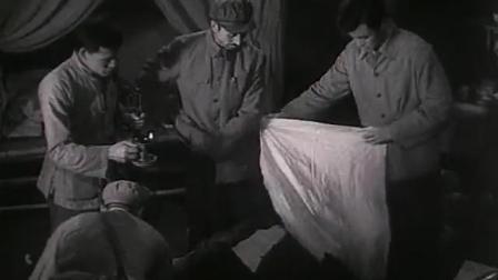 《前哨》敌人领先一步,在尸体附近,他们发现了这些