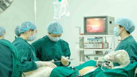 丈夫意外离世, 妻子决定生下遗腹子, 整理遗物看到手机后怒去打胎