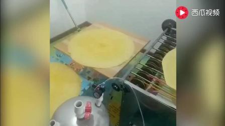 厉害了, 自动摊煎饼的机器, 卖煎饼果子也快失业了?
