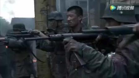 一队国军士兵被日军包围, 日军没想到楼上还有国军被惨打!