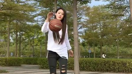 身材高挑的美女, 玩篮球, 真是一道靓丽的风景线