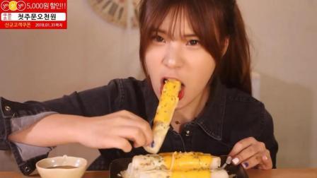 韩国大胃王豪放派, 吃一盘芝士条, 超大一根, 一口咬下去, 瞬间看饿了