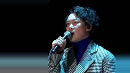 震撼万人合唱现场陈奕迅倾情演唱《浮夸》