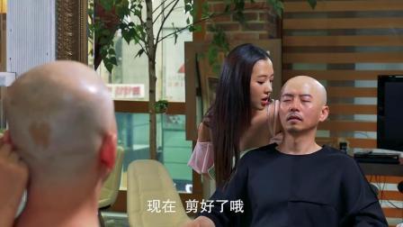 开理发店还得学韩国姑娘, 两个女孩子想通以后, 来理发的男人排队都要等