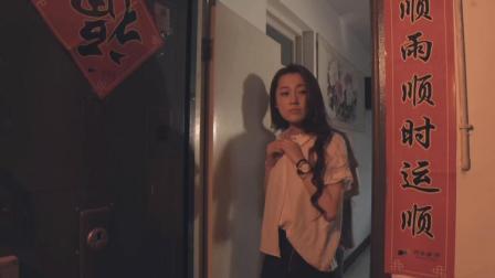 男友和女老师偷偷约会, 美女看到这个场景, 不得不分手了