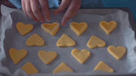 曲奇都千篇一律? 教你做个爱心果酱曲奇, 酥软奶香与酸甜果酱的完美结合!