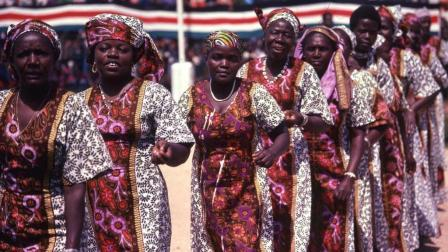 非洲奇葩风俗, 妻子越多荣誉越高, 男子娶妻多达4000