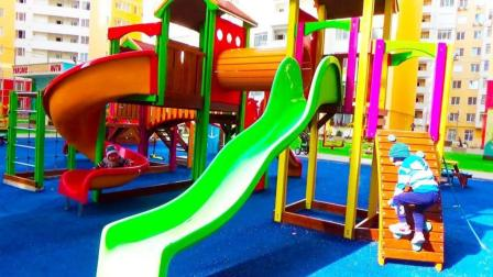 这小区真是好还有儿童游乐场, 小正太玩滑滑梯荡秋千
