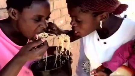 在非洲, 优雅地吃上一桶方便面是身份和财富的象征