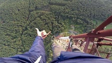 惊险! 战斗民族徒手攀爬三百多米高铁塔观赏美景